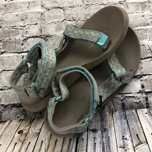 TEVA BEACH SHOES SIZE 9 BOHO